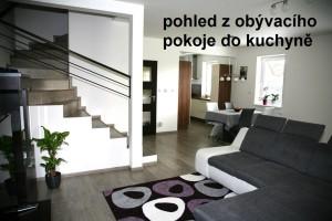 2-pohled-z-obyvacího-pokoje-do-kuchyně_1